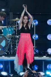 Lauren Mayberry Performs at Jimmy Kimmel Live in Los Angeles 2018/08/14 1