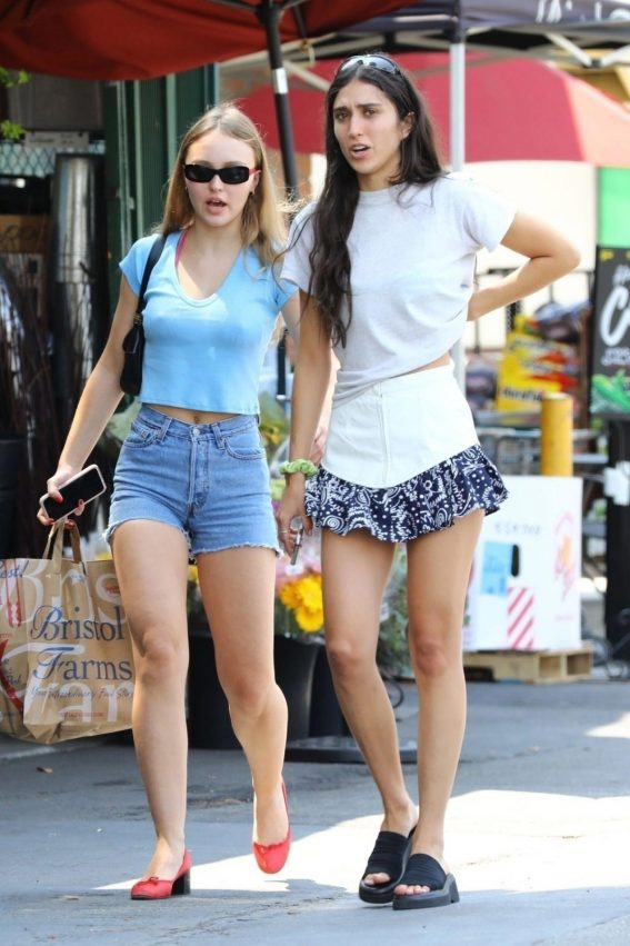 Lily-Rose Depp in Denim Shorts Out Shopping in Los Angeles 2018/08/12 1