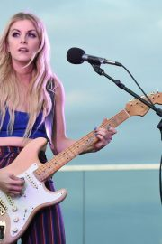Lindsay Ell Performs at BFI Rooftop on the Row in Nashville 2018/08/21 2