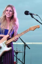 Lindsay Ell Performs at BFI Rooftop on the Row in Nashville 2018/08/21 4