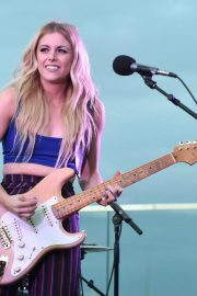 Lindsay Ell Performs at BFI Rooftop on the Row in Nashville 2018/08/21 5