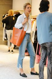 Maggie Gyllenhaal Shopping at Rachel Comey Boutique in New York 2018/08/19 3