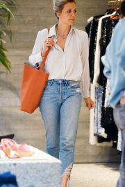 Maggie Gyllenhaal Shopping at Rachel Comey Boutique in New York 2018/08/19 5