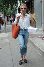 Maggie Gyllenhaal Shopping at Rachel Comey Boutique in New York 2018/08/19 7