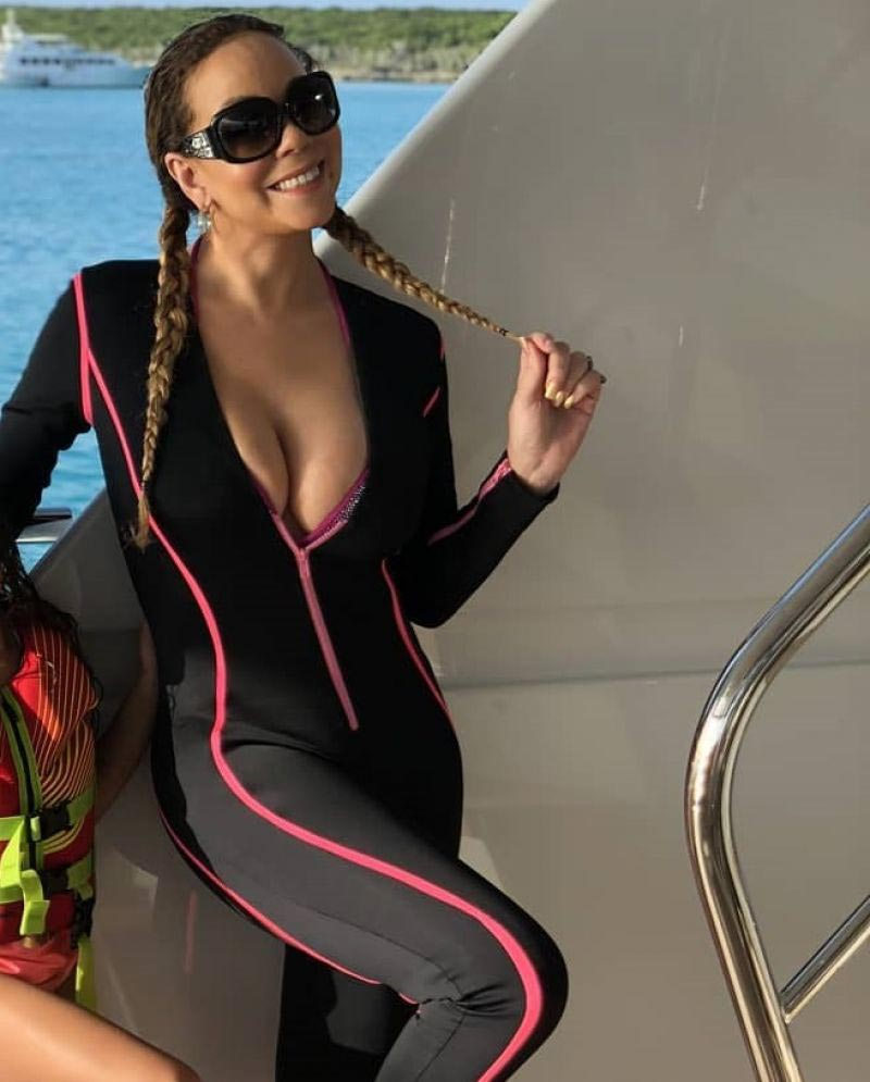Mariah Carey in Wetsuit, 2018/08/15 Twitter Pictures 1