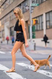 Martha Hunt Out with Her Dog in New York 2018/08/06 6