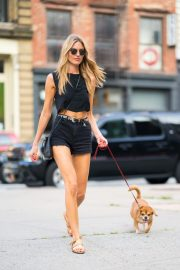 Martha Hunt Out with Her Dog in New York 2018/08/06 7