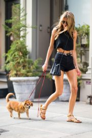 Martha Hunt Out with Her Dog in New York 2018/08/06 13