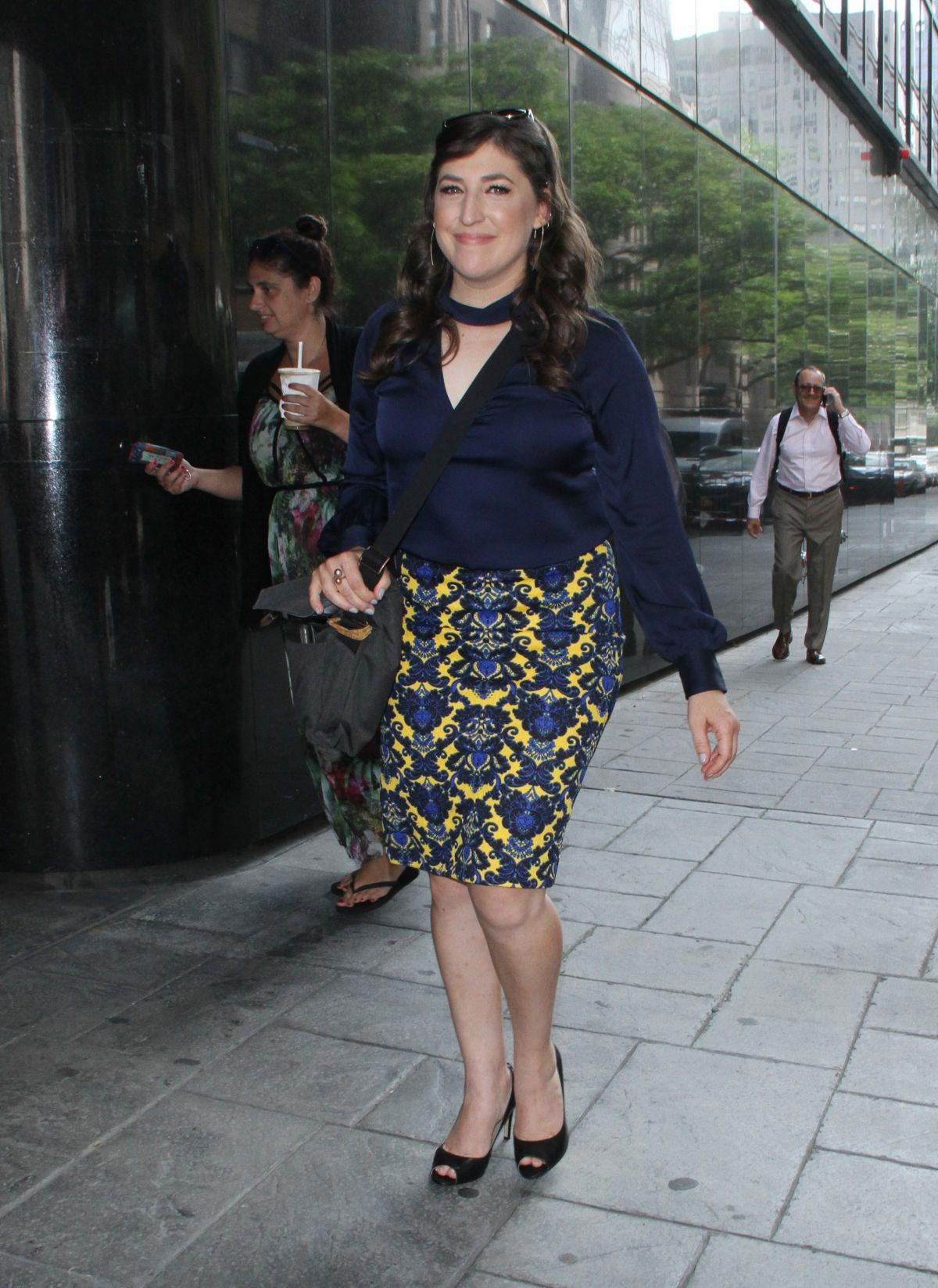 Mayim Bialik Out in New York 2018/08/09 1