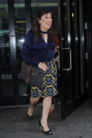 Mayim Bialik Out in New York 2018/08/09 3