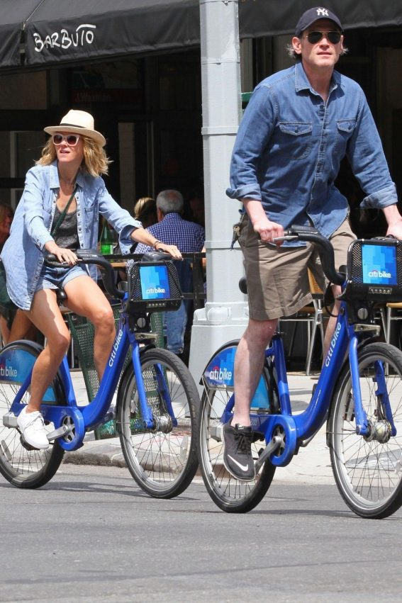 Naomi Watts and Billy Crudup at a Bike Ride in New York 2018/08/25 1