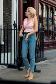 Pixie Lott Out and About in London 2018/08/15 1