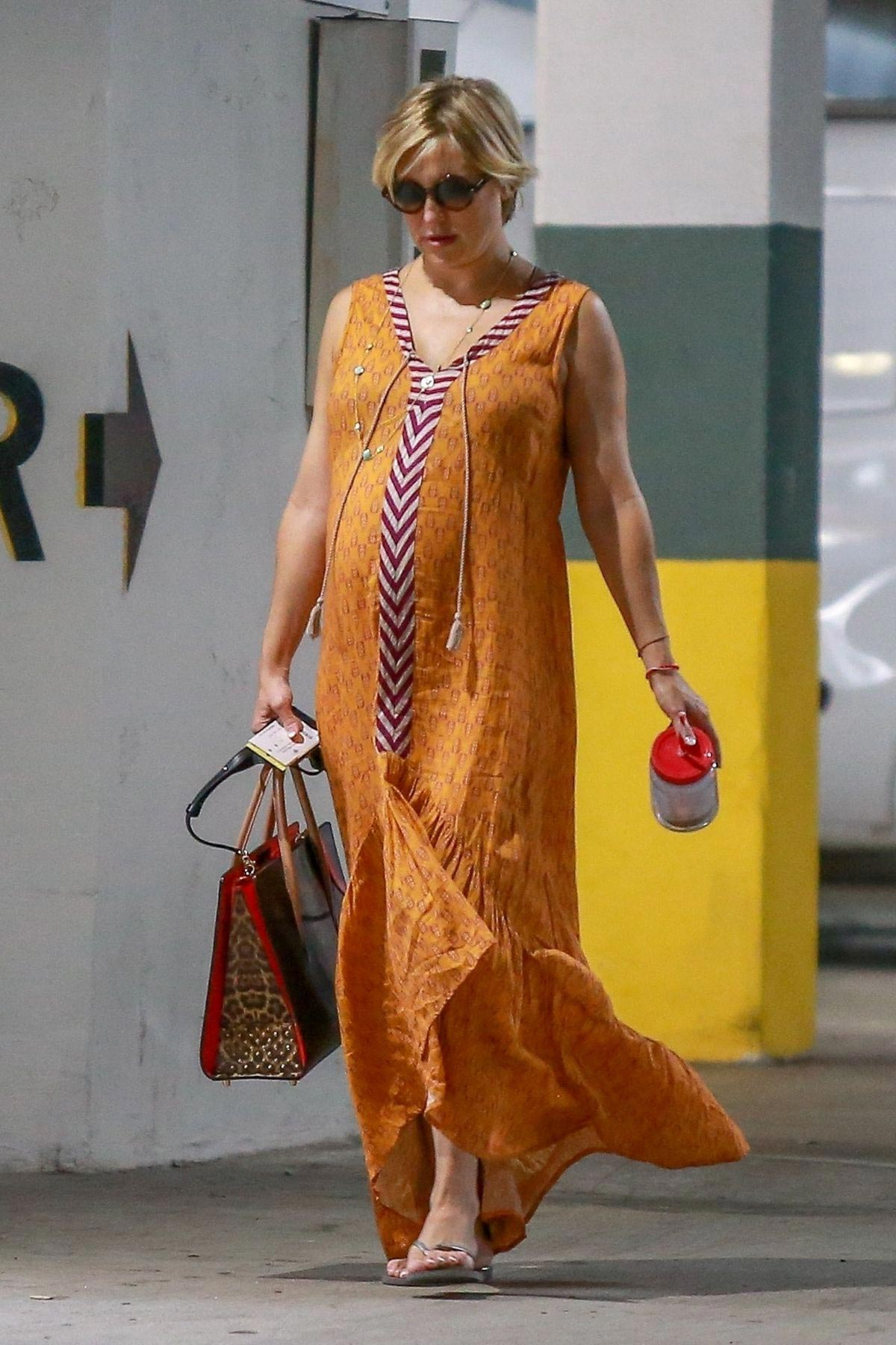 Pregnant Kate Hudson Out Shopping in Santa Monica 2018/08 ...
