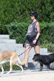 Pregnant Troian Bellisario Out with Her Dog in New York 2018/08/16 3