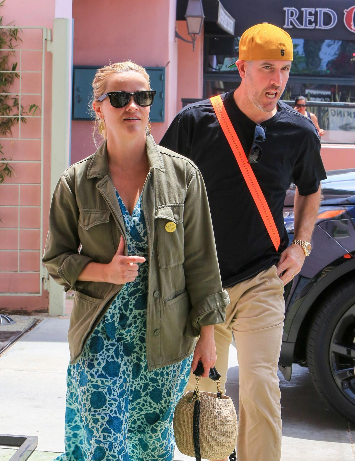 Reese Witherspoon and Jim Toth Out for Lunch in Los Angeles 2018/08/05 1