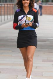 Rochelle Humes Arrives at Grand Central in Manchester 2018/08/14 2