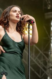 Sabrina Claudio Performs at Outside Lands Music Festival in San Francisco 2018/08/12 1