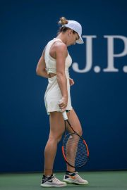 Simona Halep at 2018 US Open Tennis Tournament in New York 2018/08/27 3
