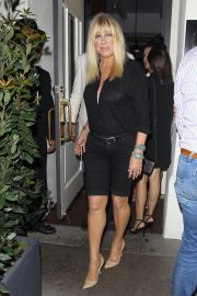 Suzanne Somers Leaves Madeo in Beverly Hills 2018/08/15 8