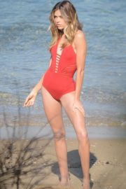 Victoria Lee in Swimsuit on the Set of a Photoshoot in Vaucluse 2018/08/02 3