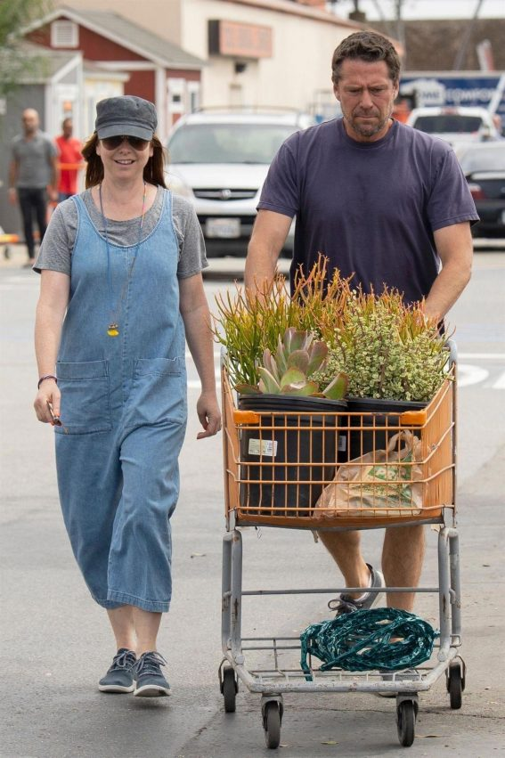 Alyson Hannigan Shopping for Flowers in Los Angeles 2018/09/02 1