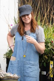 Alyson Hannigan Shopping for Flowers in Los Angeles 2018/09/02 4