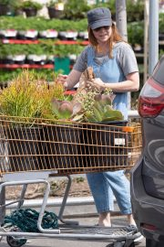 Alyson Hannigan Shopping for Flowers in Los Angeles 2018/09/02 8