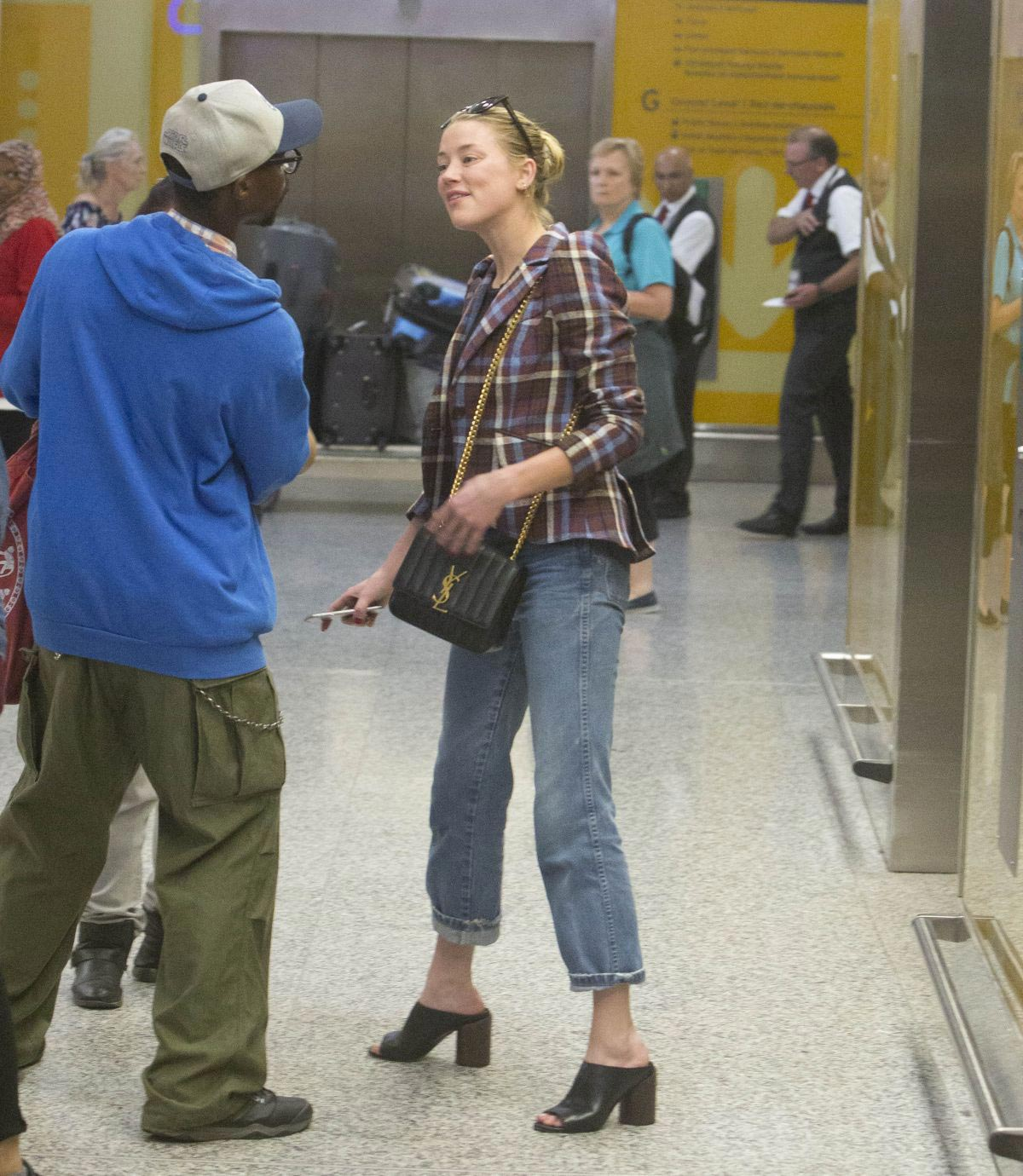 Amber Heard Arrives at Airport in Toronto 2018/09/06 1