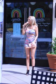 Ana Braga Out for Ice Cream in Calabasas 2018/09/02 4