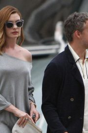Anne Hathaway and Adam Shulman Out in Venice 2018/09/01 3