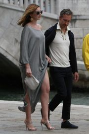 Anne Hathaway and Adam Shulman Out in Venice 2018/09/01 6