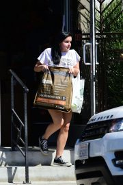Ariel Winter Shopping for Pet Food and Supplies in Los Angeles 2018/09/08 3