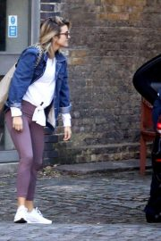 Ashley Roberts Out for Lunch in London 2018/09/25 8
