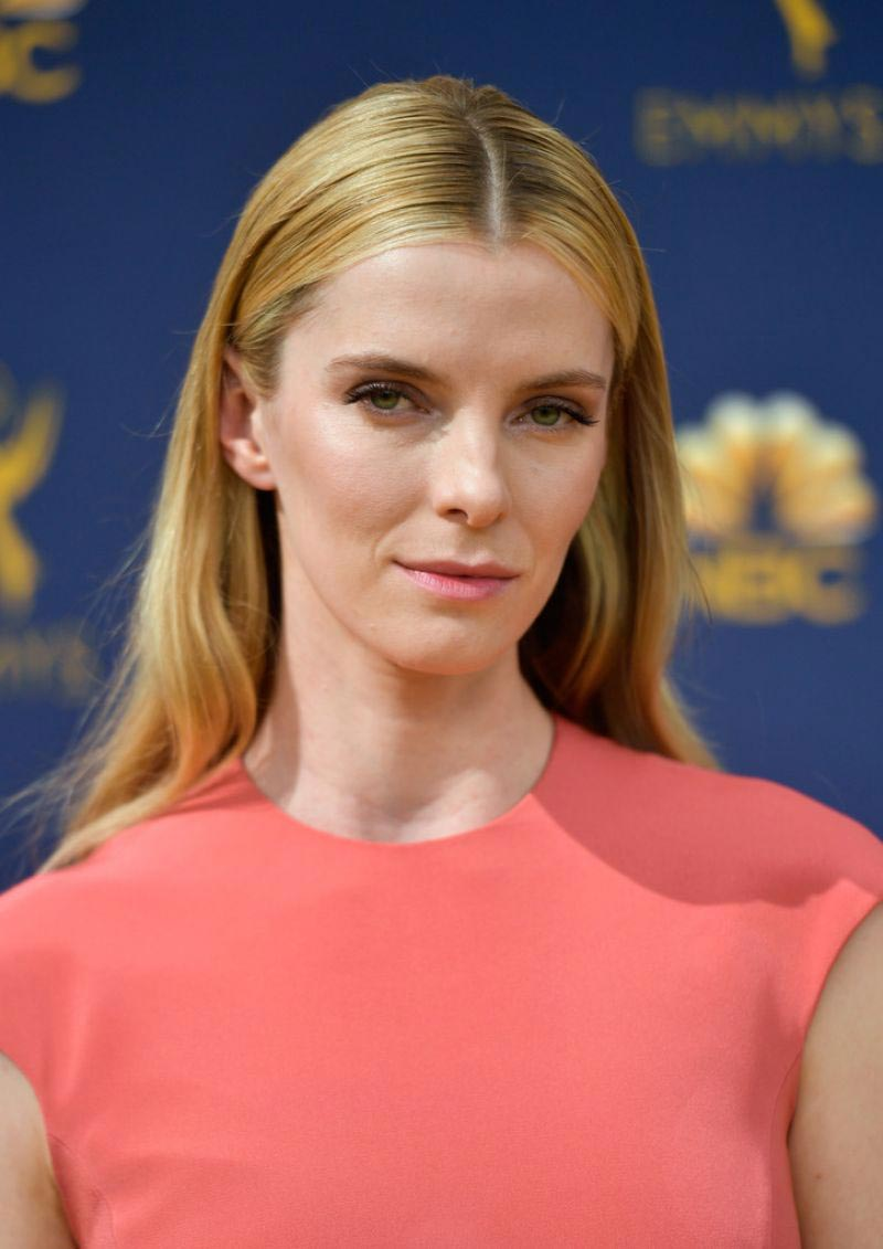 Betty Gilpin at Emmy Awards 2018 in Los Angeles 2018/09/17 1