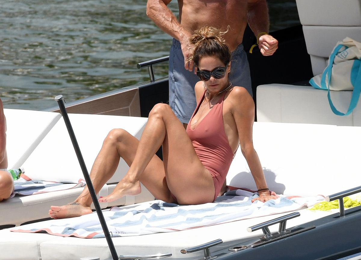 Brooke Burke in Swimsuit at a Yacht in Miami 2018/09/09 1