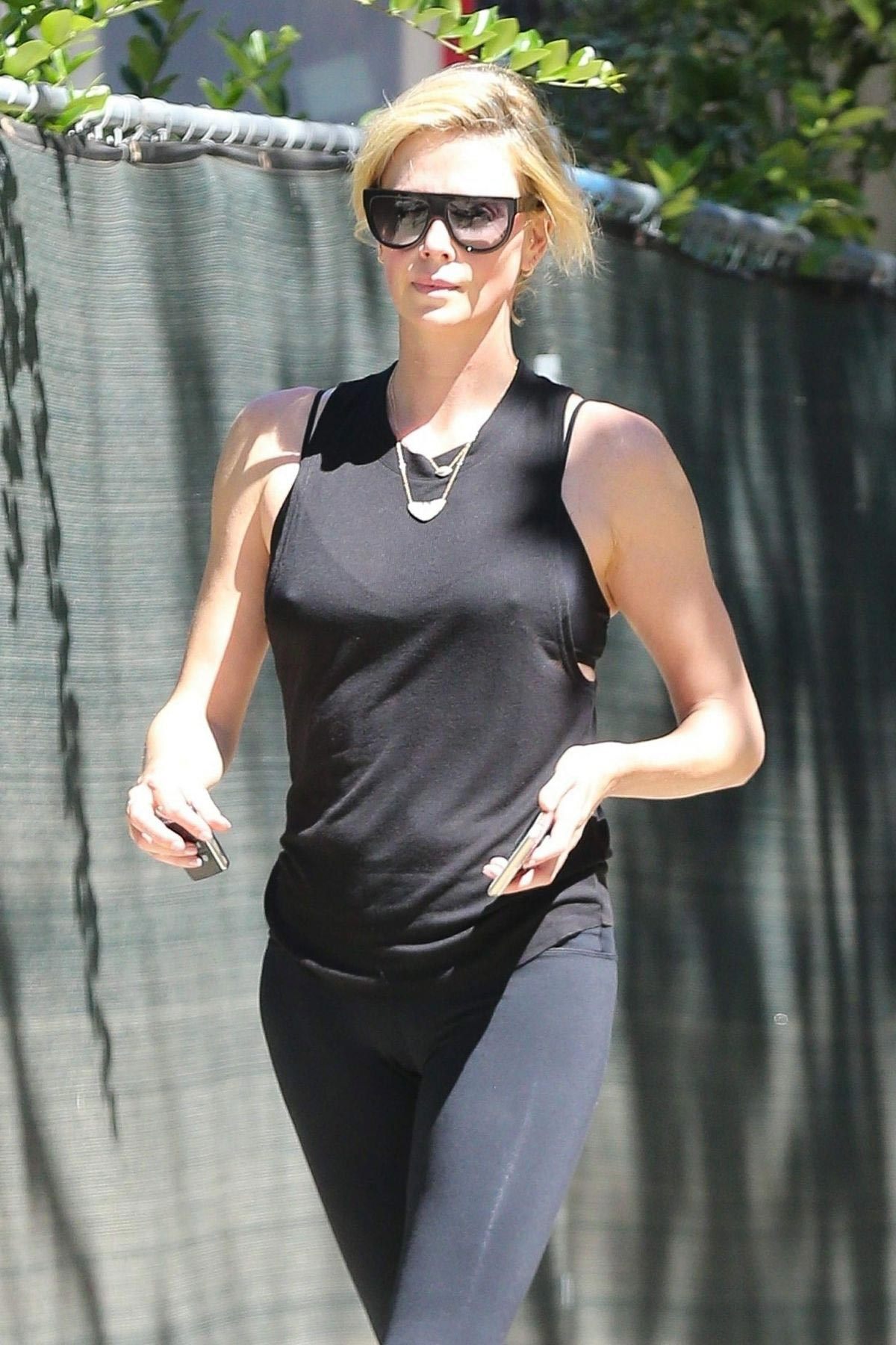 Charlize Theron Out and About in Los Angeles 2018/09/14 1