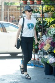 Charlize Theron Shopping at Bristol Farms in Los Angeles 2018/09/09 4