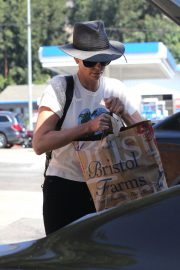 Charlize Theron Shopping at Bristol Farms in Los Angeles 2018/09/09 7