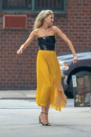 Charlotte McKinney on the Set of a Photoshoot in New York 2018/09/13 9