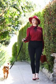 Christina Hendricks Out with Her Dog in Los Angeles 2018/09/04 1