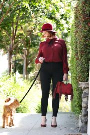 Christina Hendricks Out with Her Dog in Los Angeles 2018/09/04 3