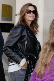 Cindy Crawford Arrives at Her Hotel in Paris 2018/09/25 2