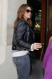 Cindy Crawford Arrives at Her Hotel in Paris 2018/09/25 3