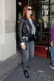Cindy Crawford Arrives at Her Hotel in Paris 2018/09/25 4