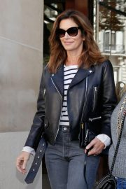 Cindy Crawford Arrives at Her Hotel in Paris 2018/09/25 6