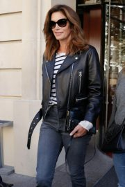 Cindy Crawford Arrives at Her Hotel in Paris 2018/09/25 7