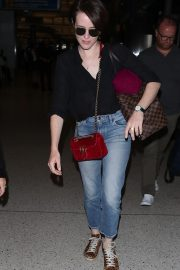 Claire Foy at Los Angeles International Airport 2018/09/19 6