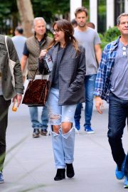 Dakota Johnson in Ripped Jeans Out in New York 2018/09/28 2