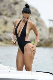 Draya Michele in Swimsuit at a Boat in Newport Beach 2018/09/06 3