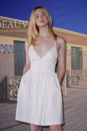Elle Fanning at Galveston Photocall at Deauville American Film Festival 2018/09/01 1